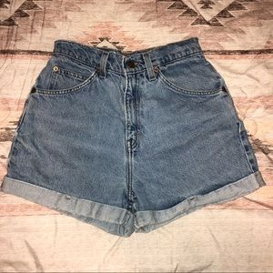 Vintage Levi Shorts size 7 (jrs)